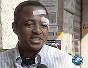 Il fermo immagine tratto dal Tg3 mostra il congolese aggredito a Roma mentre risponde alle domande della giornalista (Ansa)