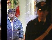 Dietro la vetrina rotta il fratello del proprietario del bar in Via Murlo (Magliana) a Roma in cui c'e' stato un raid vandalico. (Ansa)