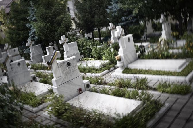Cimitero dei martiri ed eroi della rivoluzione del dicembre 1989. Tra le vittime della rivoluzione romena figurano persone di varie età ed estrazione sociale, sulle lapidi e' indicata la professione