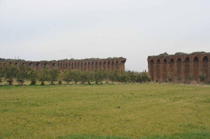Cemento sul Parco dell'Appia Antica: una delle aree rimasta ancora integre nel parco, nei pressi dell'acquedotto Appio (foto Mario Proto)