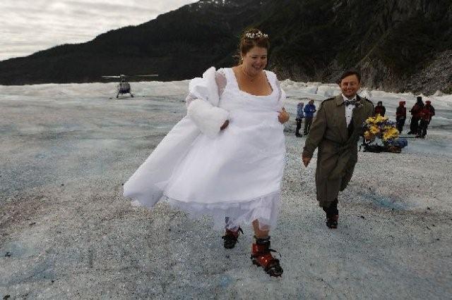 MELISSA FARLOW «Matrimonio freddo» Una coppia si sposa sul ghiacciaio di Mendenhall. Juneau, Alaska, USA