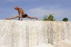 ANTONIO POLITANO «Lo sportivo» Vicino la Via Francigena, Bruno, pensionato, fa yoga nei pressi di una antica sorgente sulfurea. Viterbo, Italia