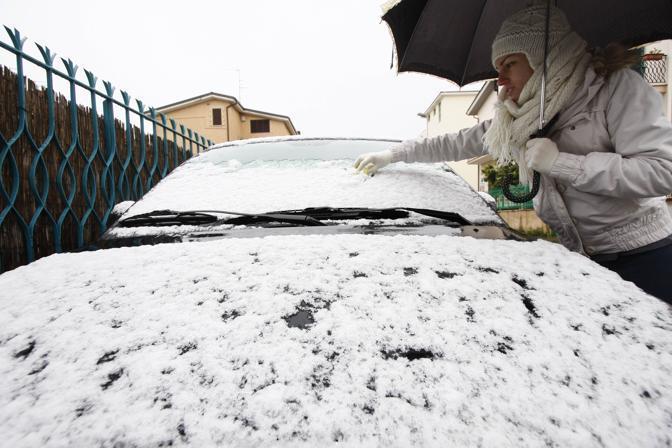 Nevicata su Roma: i fiocchi hanno attecchito anche in alcune zone del centro, ma soprattutto nelle periferie (foto Graffiti)