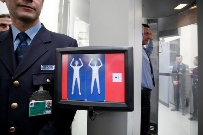 Giovedì 4 marzo è stato inaugurato il primo body scanner d'Italia all'aeroporto di Fiumicino a Roma: funzionerà da venerdì 5 marzo al molo T5, quello dei voli sensibili diretti negli Stati Uniti, Israele e Gran Bretagna (Eidon)