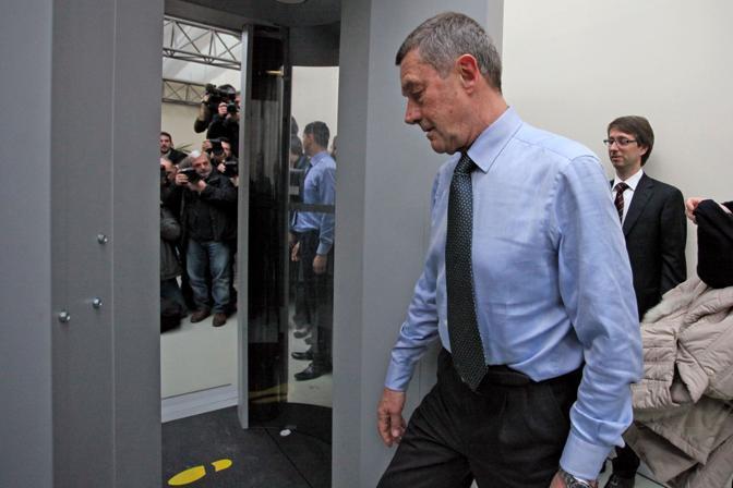 Il ministro della Salute Ferruccio Fazio entra nel body scanner appena inaugurato a Fiumicino (Eidon)