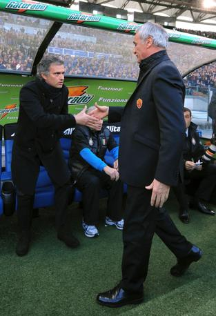 Roma-Inter 2-1: stretta di mano tra mister (Insidephoto)