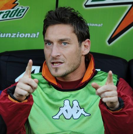 Roma-Inter 2-1:  Totti in panchina (Liverani)