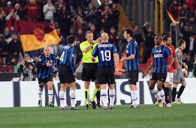 Roma-Inter 2-1:  proteste nerazzurre alla fine del primo tempo (Infophoto)