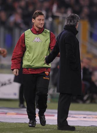 Francesco Totti saluta Mourinho (Newpress)