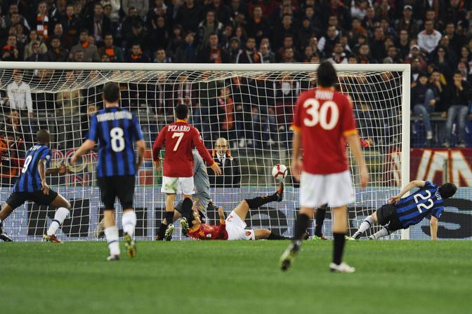 Milito segna il gol del pareggio (Imagesport)