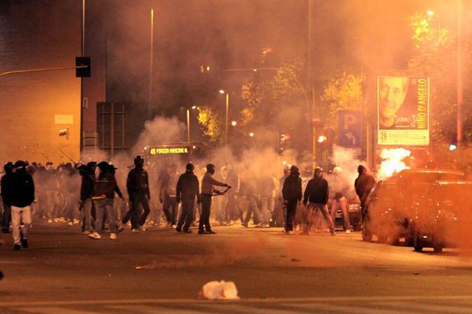 Gli scontri fuori dallo stadio subito dopo il derby Lazio-Roma vinto dai giallorossi  (Ominroma)
