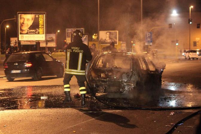 L'auto data alle fiamme (Omniroma)
