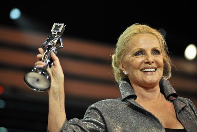 Virna Lisi premiata per la fiction «Caterina e le sue figlie 3» (Ansa)