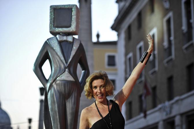 Parata di stelle per la serata conclusiva del «Roma Fiction Fest 2010»: tra il pubblico anche Lucrezia Lante della Rovere (Ansa)
