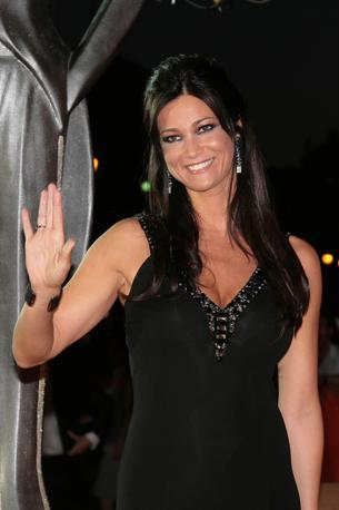 Manuela Arcuri saluta i fan (Lapresse)