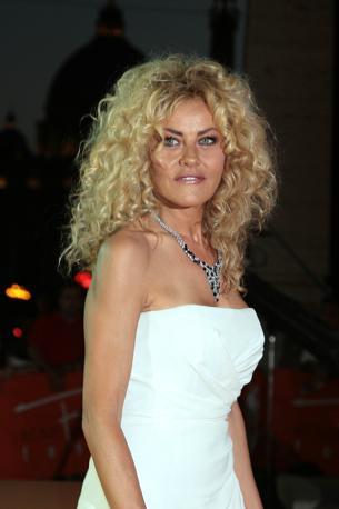 Eva Grimaldi in bianco (Lapresse)