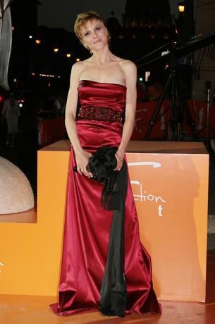 Valeria Milillo  ha scelto un lungo abito di raso rosso (Lapresse)