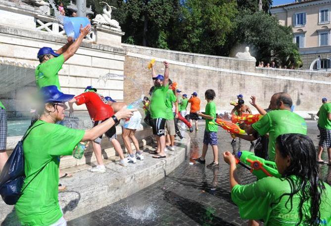 Appuntamento alle 16 all'obelisco di Piazza del Popolo per i ragazzi del flash mob 2Gavettoni