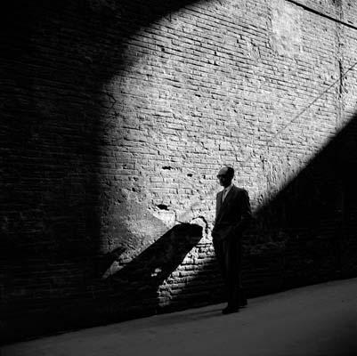 """NINO MIGLIORI, « Uomo qualunque» Foto tratta da """"Gente dell'Emilia""""  1955 Bologna, Archivio fotografico Nino Migliori"""