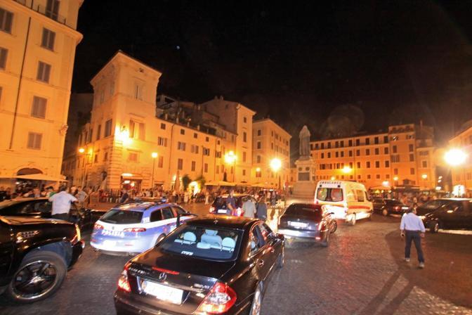Il corteo di Gheddafi, tra limousine, auto di scorta e ambulanze, ha attraversato il centro di Roma nel cuore della notte (Benvegnù-Guaitoli)