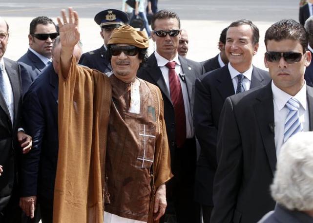 Ad attendere il leader libico  il ministro degli Esteri Franco Frattini (foto Blowup)