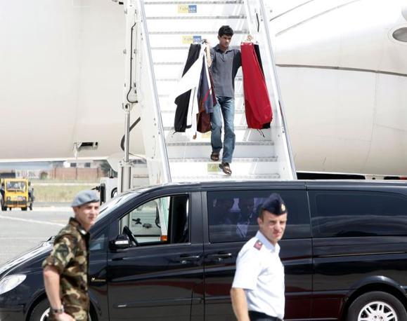 Gli abiti tradizionali del leader libico sono stati messi in macchina e trasportati nella residenza dell'ambasciatore libico  a Roma dove è stata montata la tenda beduina di Gheddafi (Blowup)