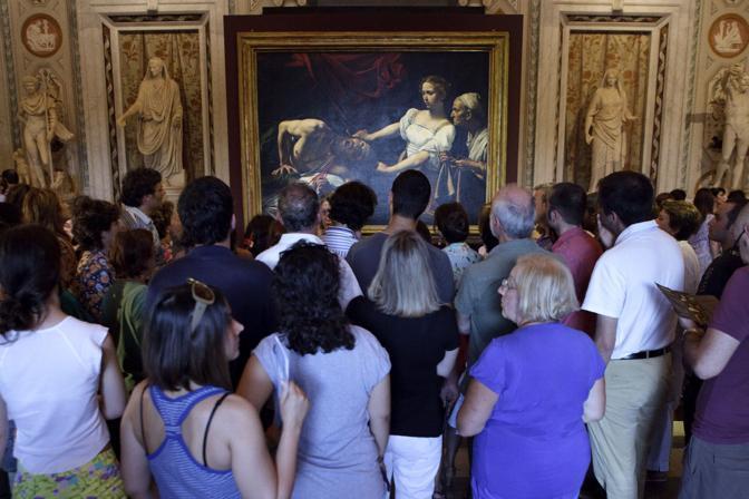 «36 hours in Rome», le tappe dell'itinerario suggerito dal New York Times nella Città Eterna: sopra, «Giuditta e Oloferne», la tela del Caravaggio a Palazzo Barberini (foto Eidon)l'