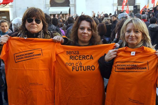 Ricercatori al sit in a Montecitorio (Lapresse)