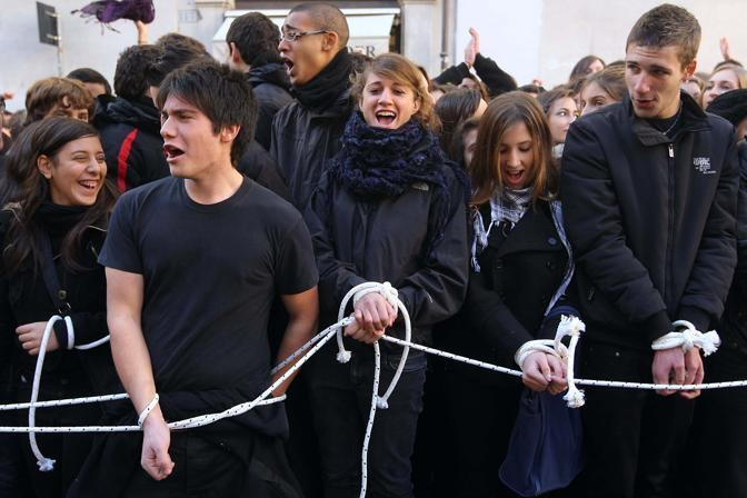 La protesta degli studenti (Lapresse)