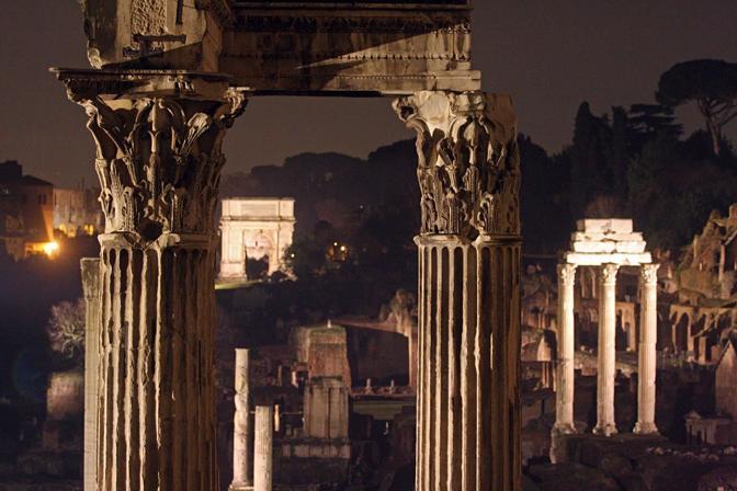 Un'immagine della nuova illuminazione del Foro romano (Jpeg)
