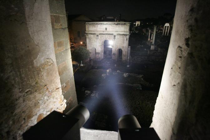Uno dei punti che illuminano l'area della via Sacra (Eidon)