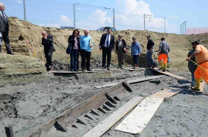E' accorso anche il ministro Giancarlo Galan , sollecitato dai messaggi degli archeologi, a loro volta «stupefatti» (Foto Faraglia)