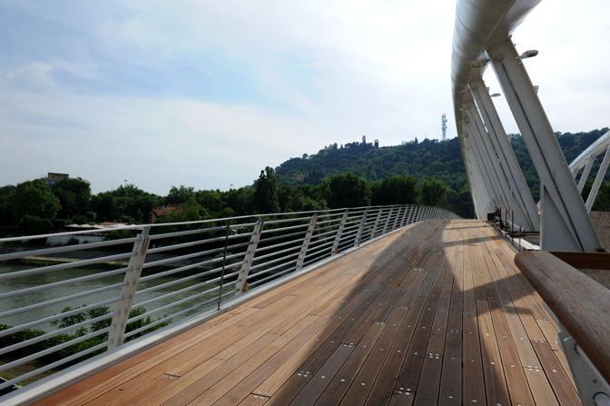 Aperto il ponte della musica tra il foro italico e il flaminio for Corrimano in legno roma
