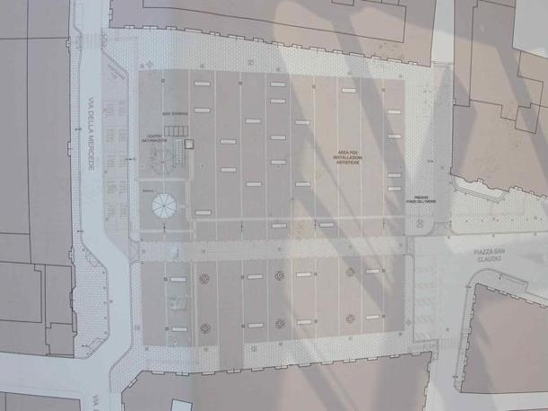 Piazza San Silvestro, restyling contestato: rivolta contro le 23 panchine «scomode e simili a sepolcri». Nella foto, la planimetria della nuova piazza pedonale (foto Zanini)