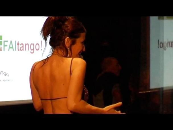 La cantante Roxana Fontàn ha cantato «El dia que me quieras» di Carlos Gardel e interpretato «Badala para un loco» scritta da Horacio Ferrer sulle musiche di Astor Piazzolla