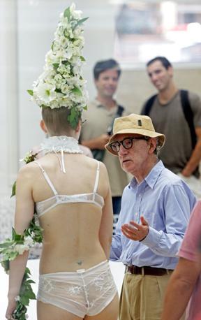 Woody Allen a colloquio con le modelle (Jpeg)