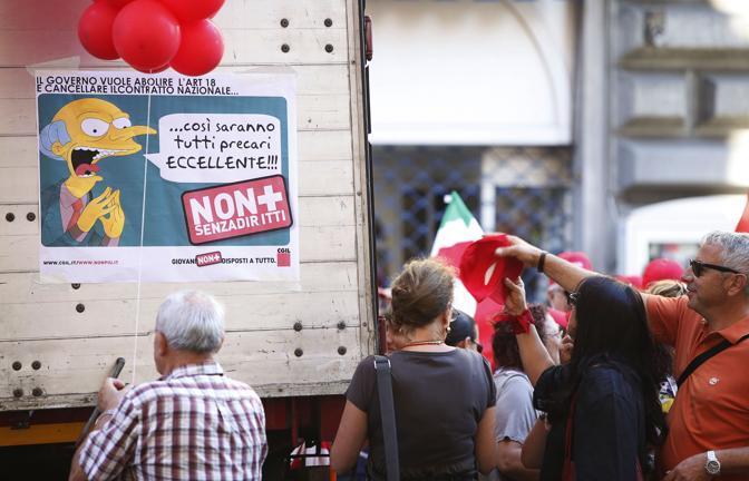 Un momento del corteo della Cgil a Roma in occasione dello sciopero generale del 6 settembre 2011 (Ansa)