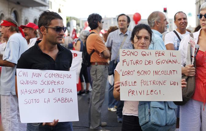 Un momento del corteo della Cgil a Roma in occasione dello sciopero generale del 6 settembre 2011 (foto Ansa)