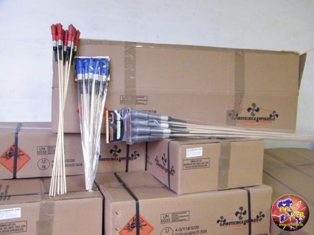 Tra i vari artifici custoditi nel deposito, ci sono i razzi enterprise 2000, 3000 e 4000 di produzione della Pirotecnica Arpinate