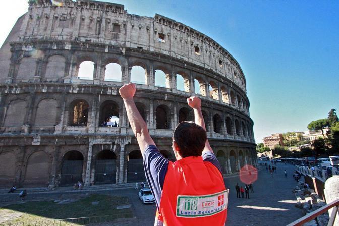 Ai piedi del Colosseo altri colleghi del 118 (foto Jpeg)