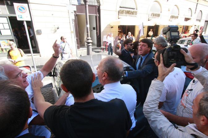 La manifestazione è stata convocata sul web (Jpeg)
