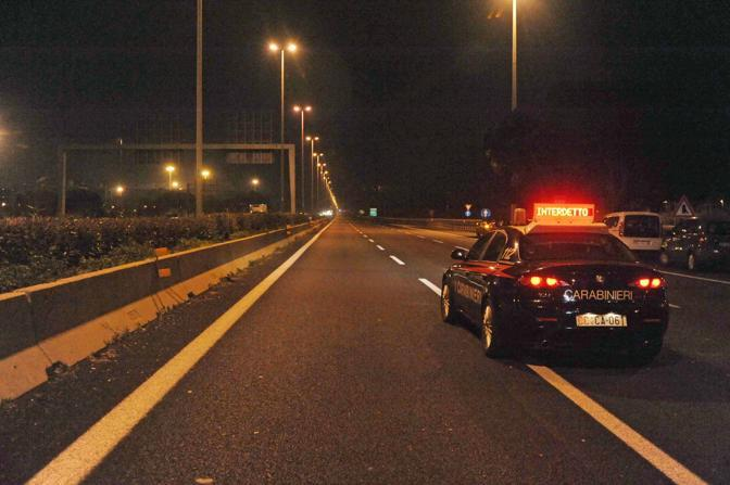 Incidente sul Raccordo anulare di Roma: iil tratto del Gra chiuso al traffico nella notte dopo la morte di 3 ragazzi e 2 ragazze ventenni (foto Proto)