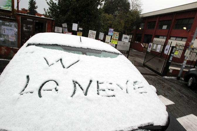 La prima neve in mattinata nei quartieri del nord (Jpeg)