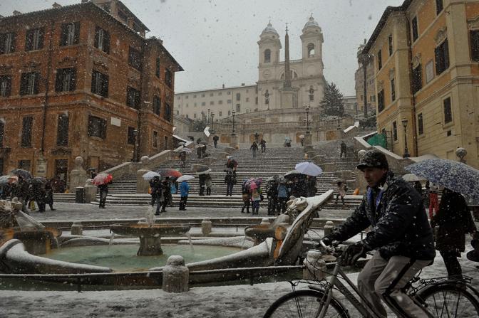 Neve a Piazza di Spagna (Imagoeconomica)