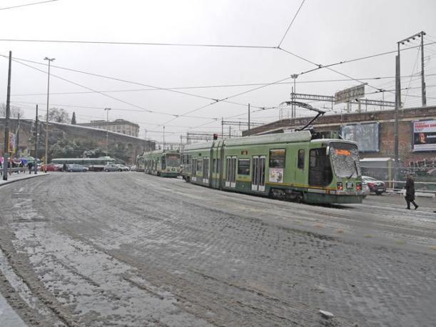 Difficoltà nel transito dei tram fra Porta Maggiore e la Prenestina: ritardi sulla Roma-Giardinetti (foto Bianchi)