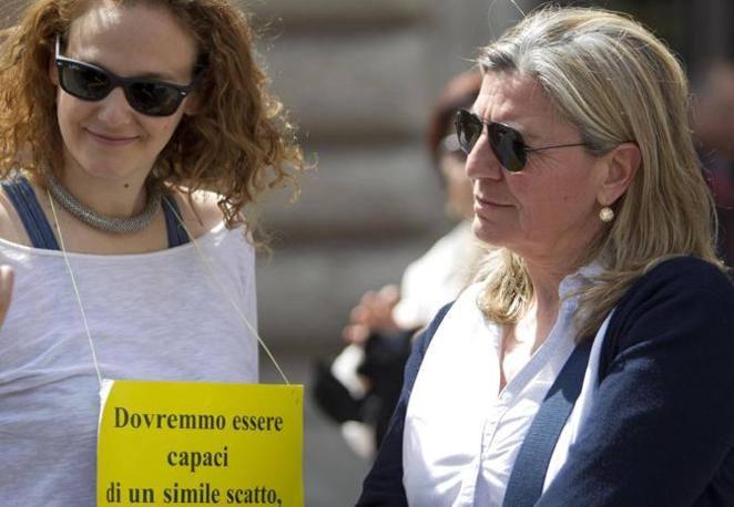 Anche Francesca Mambro in piazza (Ansa)