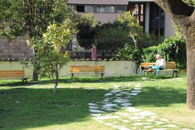 Si studia in giardino (Foto Proto)