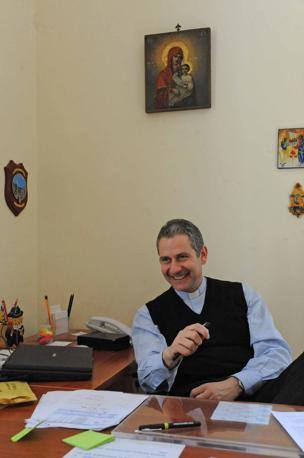 Il parroco di San Tommaso Moro, don Andrea Celli, che tutti chiamano «Don» (Foto Proto)