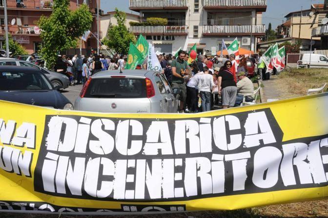 Protesta a Corcolle contro la discarica che dovrebbe accogliere i rifiuti di Roma (Mario Proto)