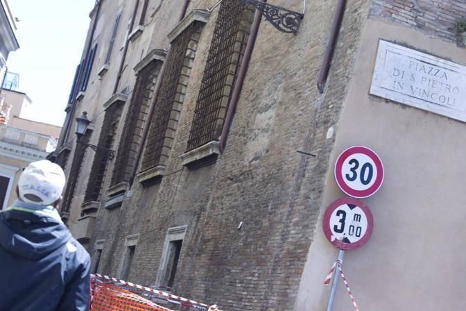 Crollo di un pezzo di cornicione a San Pietro in Vincoli, a Roma: è la chiesa che ospita il Mosè di Michelangelo (Jpeg)